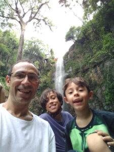 Jean Lettiere com os filhos Pedro e Antonio
