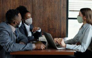 Como fica a retomada do trabalho presencial na pandemia